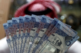 A Saudi money changer displays Saudi Riyal banknotes at a currency exchange shop in Riyadh, Saudi Arabia July 27, 2017. REUTERS/Faisal Al Nasser